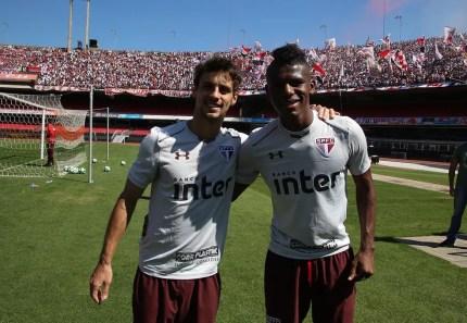 Rodrigo Caio e Arboleda: dupla de zaga elogiada em 2017 (Foto: Rubens Chiri / saopaulofc.net)