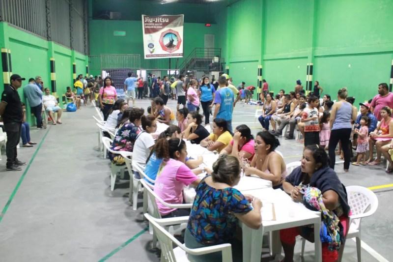 Defesa Civil Municipal realizou cadastro de vítimas em abrigo improvisado — Foto: Rickardo Marques/G1 AM