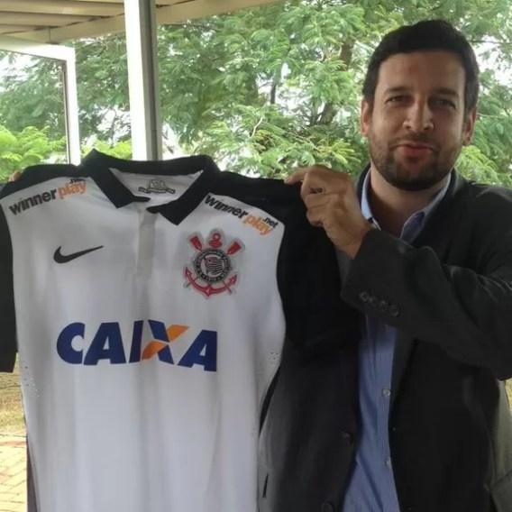 Gustavo Herbetta, superintendente de marketing do Corinthians, anuncia no Twitter patrocínio da Winner Play (Foto: Reprodução)