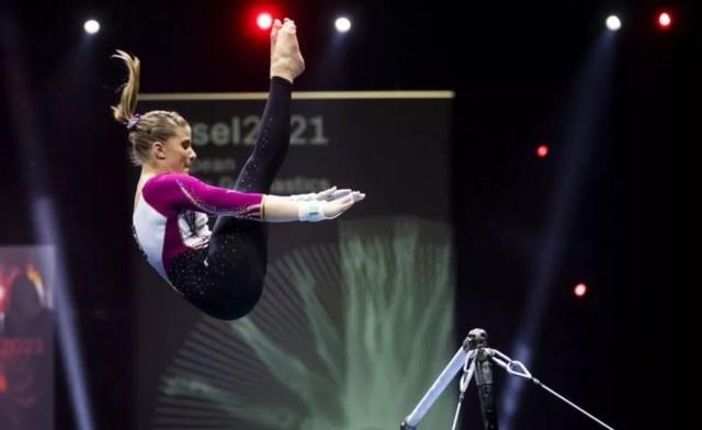 Elisabeth Seitz explicou que elas já usaram a roupa nos treinos e decidiram fazer isso também nas provas — Foto: EPA via BBC
