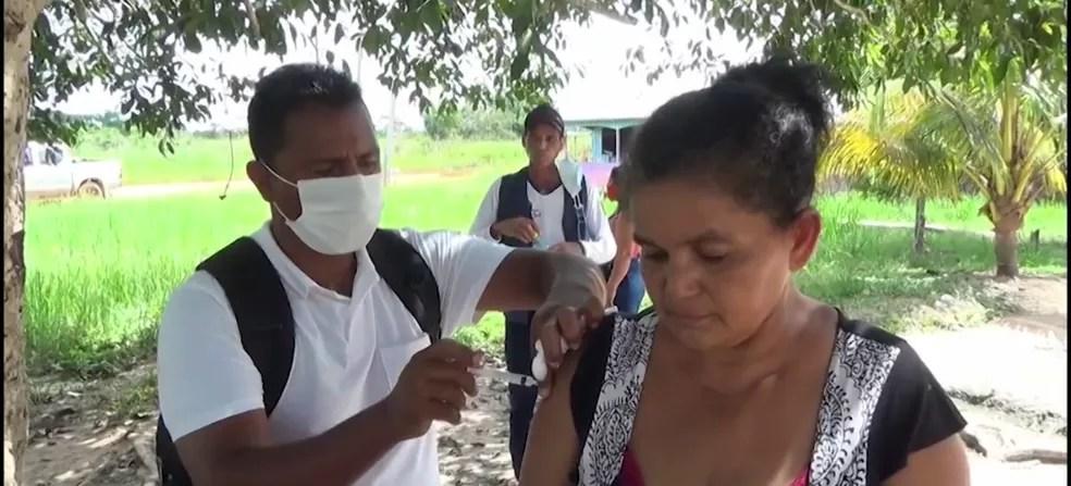 Maria Auxiliadora sofre com pressão alta e não sai de casa há mais de um ano  — Foto: Reprodução/Rede Amazônica Acre
