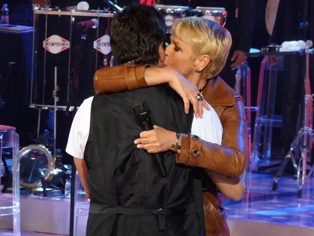 Xuxa e Junno em clima de romance no palco do TV Xuxa (Foto: TV Xuxa/Rede Globo)
