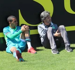 Caio Júnior e Tiaguinho (Foto: Cleberson Silva/Chapecoense)
