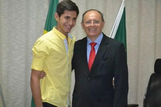 Adolescente de 16 anos, filho de Benes Leocádio, foi morto a tiros em Natal — Foto: Reprodução/Facebook