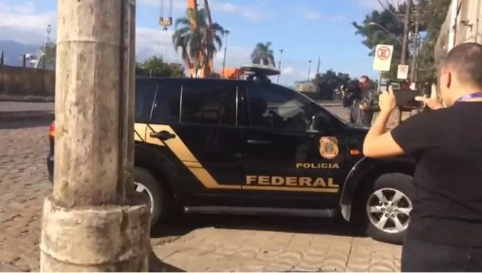 Italianos foram levados a Santos para audiência de custódia na Justiça Federal — Foto: Adriana Cutino/TV Tribuna