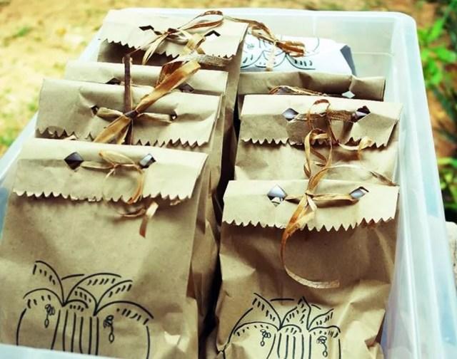 Embalagens também são feitas artesanalmente por artistas (Foto: Reprodução/Facebook)