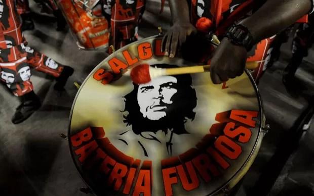 A mais famosa imagem de Che Guevara estampou os instrumentos do Salgueiro (Foto: Alexandre Durão/G1)
