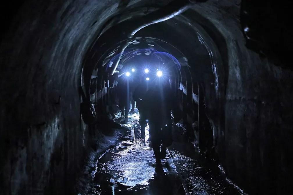 Operação de resgate salvou quatro mineiros presos na mina Pampahuay, no Peru — Foto: AFP PHOTO / MINEM / OSCAR FARGE
