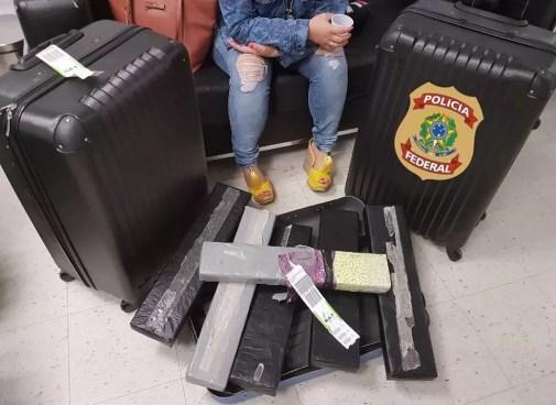 Mulher foi presa com 45 mil comprimidos de ecstasy  (Foto: Divulgação/PF)