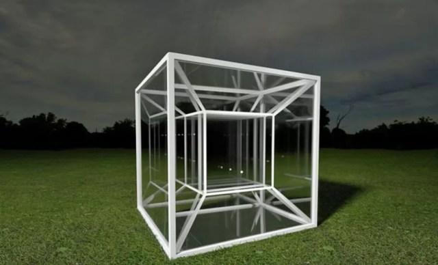 Um tesserato é um análogo de 4 dimensões de um cubo, assim como um cubo é um análogo tridimensional de um quadrado.  (Foto: Science Photo Library)