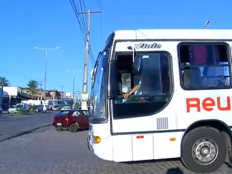 Segundo o Sintro-RN, ônibus começaram a circular às 5h, mas a frota é reduzida  (Foto: Reprodução/Inter TV Cabugi)