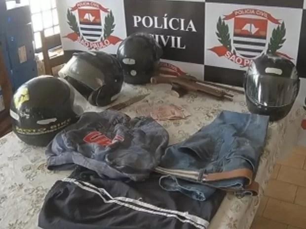 Objetos usados nos assaltos foram apreendidos pela polícia (Foto: Reprodução/TV TEM)