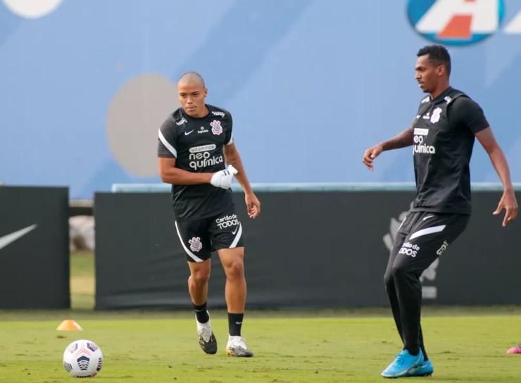 Mandaca e Jô no treino do Corinthians — Foto: Rodrigo Coca/Ag. Corinthians