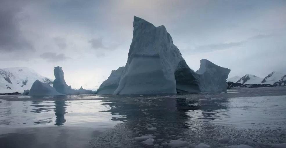 Estudo feito na Plataforma de gelo Larsen mostra degelo acelerado que pode influenciar no aumento do nível do mar (Foto: NSIDC/Ted Scambos/Nasa)