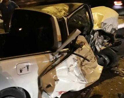 Motorista do automóvel morreu no local (Foto: Divulgação/PRF)