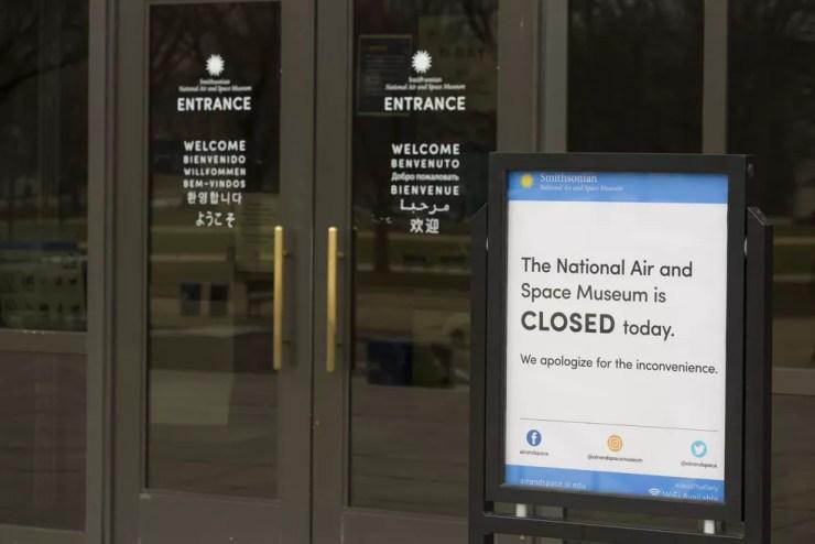 Museu Nacional do Ar e do Espaço, do Instituto Smithsonian, fechado na sexta (4). — Foto: AP Photo/Alex Brandon
