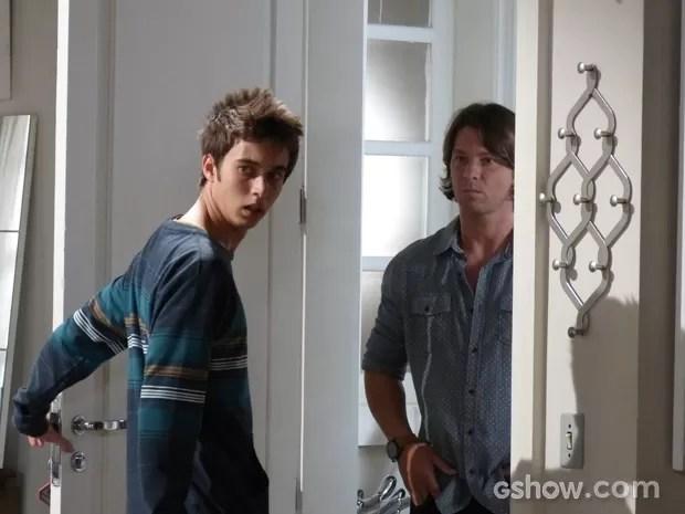 Pela cara do João, esse reencontro não vai dar muito certo, né? (Foto: Malhação / TV Globo)