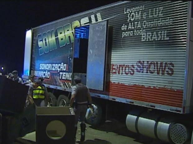 Drogas estavam escondidas no caminhão de som (Foto: Reprodução/TV Tem)