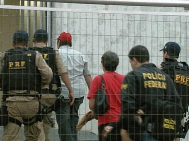 Operação da PF desmembra quadrilha do jogo do bicho na região (Foto: Carlos Cazelato / EPTV)