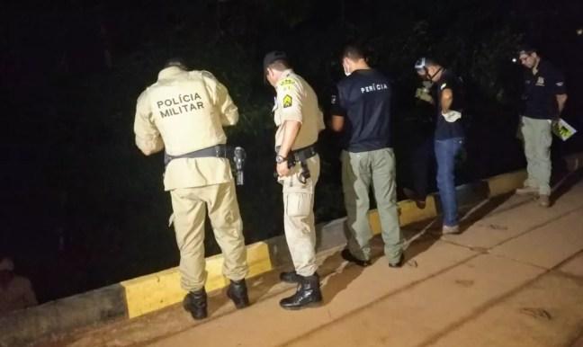Corpo foi encontrado debaixo de ponte em Gurupi — Foto: Débora Ciany/TV Anhanguera