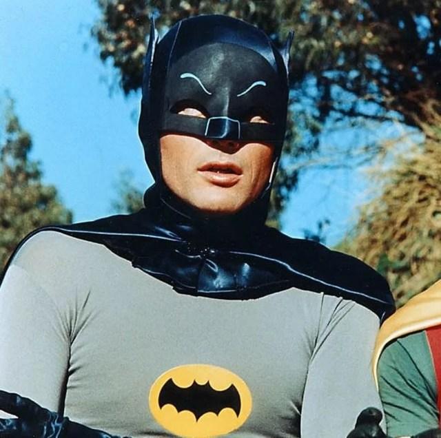 Adam West fico conhecido por interpretar Batman nas telinhas (Foto: Reprodução)
