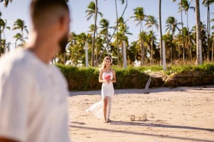 Cerimônia no estilo 'elopement wedding' foi realizada na praia dos Carneiros, em Tamandaré — Foto: Djeison Zennon/Estúdio Casa Amarela/Divulgação