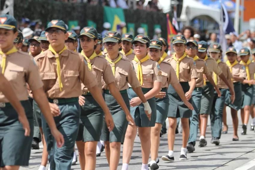 Desfile cívico-militar de 7 de Setembro inclui também estudantes, na Zona Sul do Recife (Foto: Marlon Costa/Pernambuco Press)