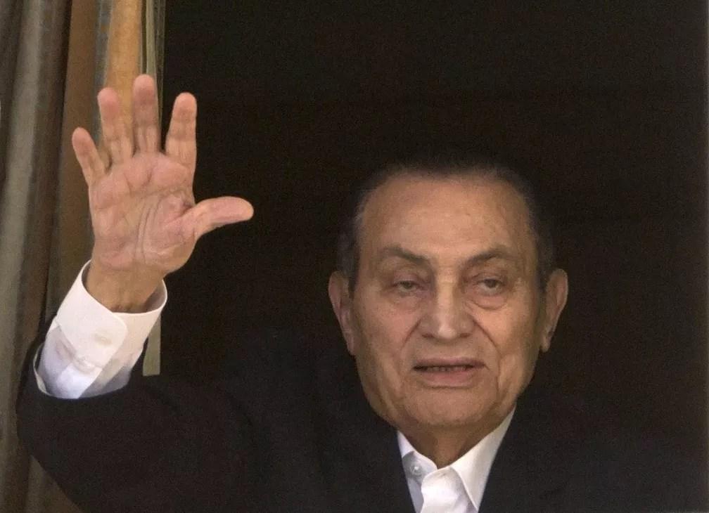 Imagem de abril de 2016 mostra o ex-presidente do Egito Hosni Mubarak — Foto: Amr Nabil/AP Photo