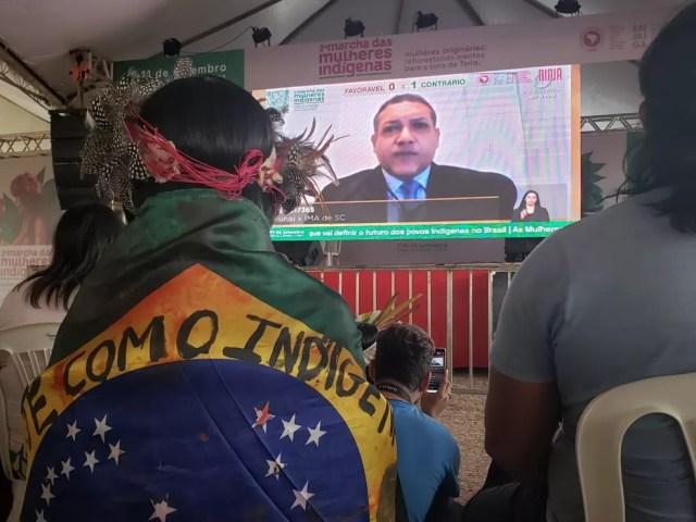 Indígenas desmontam acampamento em Brasília e voltam para terras de origem. Lideranças devem acompanhar julgamento do marco temporal pelo STF na próxima quarta-feira (15) — Foto: Mara Puljiz /G1 DF