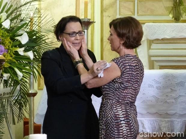 Irmãs se emocionam na reconciliação (Foto: Em Família/TV Globo)