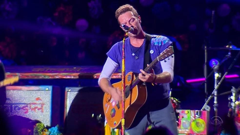 Chris Martin, vocalista do Coldplay, durante show em Porto Alegre  (Foto: Reprodução/RBS TV)