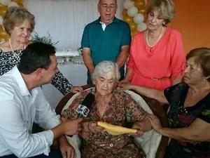 Dona Leonor deu entrevista comparando tempo atual com o passado (Foto: Vander Marques Jr/ TV TEM)