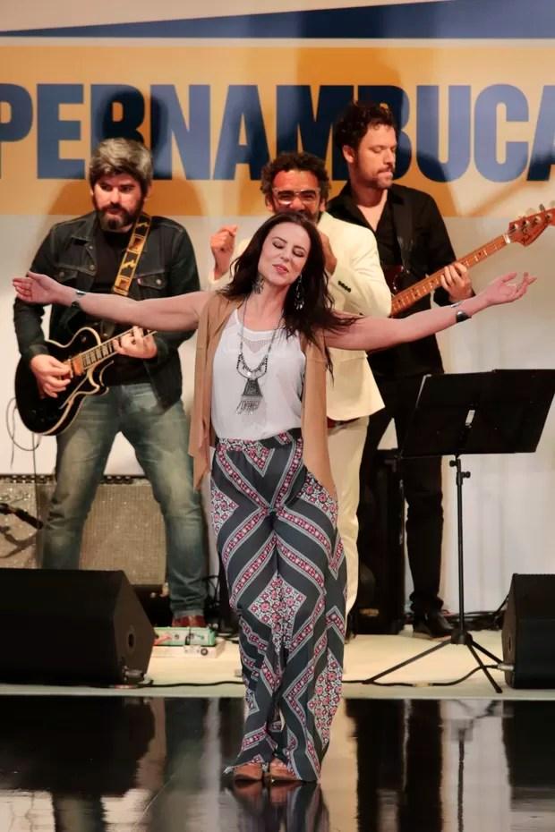 Paolla Oliveira desfila em São Paulo (Foto: Rafael Cusato/Photo Rio News)