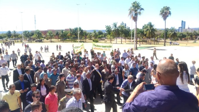 Carlesse faz caminhada da Assembleia ao Palácio Araguaia (Foto: Jesana de Jesus/G1)