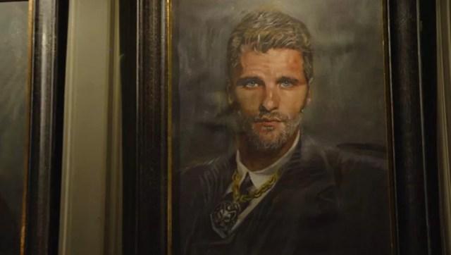 Gabriel (Bruno Gagliasso) se espanta com o seu retrato na casa de Egídio (Antonio Calloni) — Foto: TV Globo