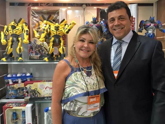 Andrea Ghiraldi, diretora da Anjo Brinquedos, e seu marido (Foto: Ana Carolina Moreno/G1)