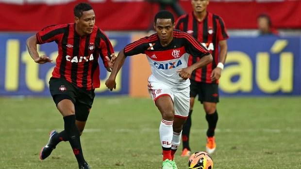 Marcão e Elias, Atlético-PR x Flamengo (Foto: Heuler Andrey/Agência Estado)