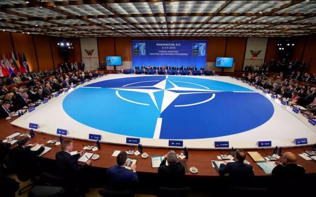 Representantes de países signatários da OTAN participam de encontro da Organização, em Washington, na quinta-feira (4) — Foto: Reuters/Joshua Roberts