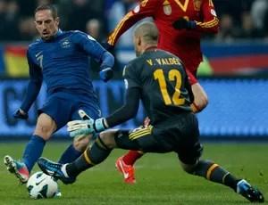 Ribery e Valdes, França x Espanha (Foto: Reuters)