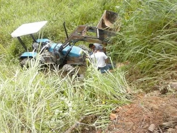 Trator desgovernado atropelou vice-prefeito de Miracatu durante vistoria (Foto: O Vale do Ribeira/Arquivo Pessoal)