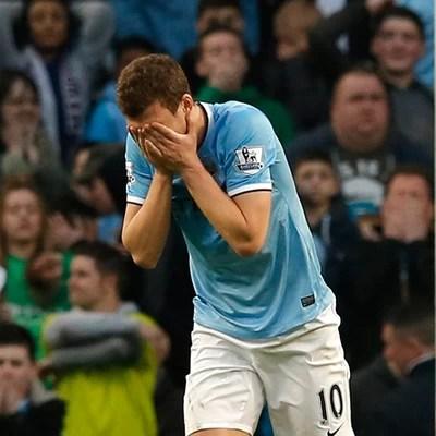 Dzeko Manchester City x Wigan (Foto: Reuters)