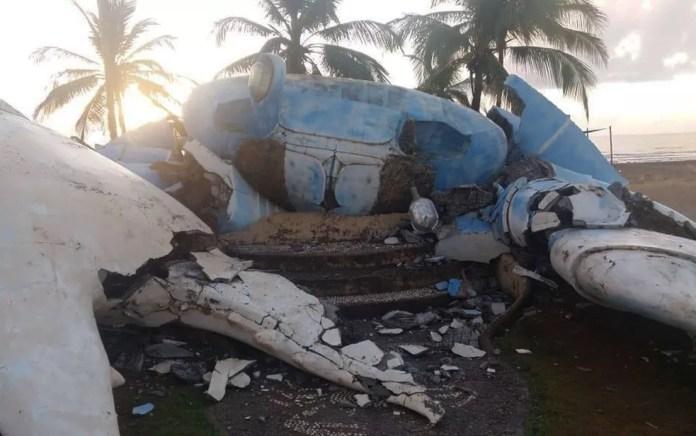Monumento em praia de Belmonte desaba no sul da Bahia — Foto: Redes Sociais