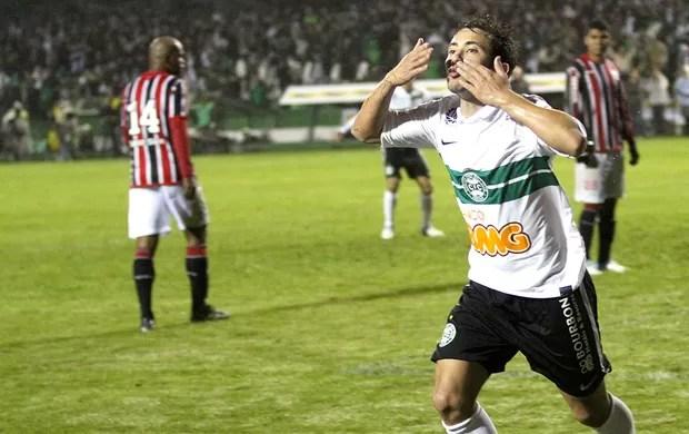 Éverton Ribeiro despacha o Tricolor Paulista e leva o Coritiba a mais uma Final. Agora vai ?