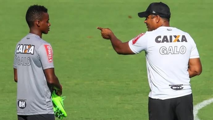 Roger Machado; Cazares; Atlético-MG (Foto: Bruno Cantini/Atlético)