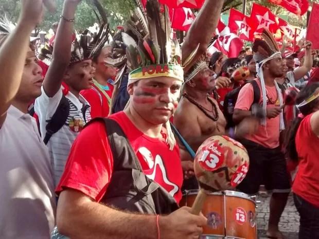 Ato pró-Dilma em Fortaleza reúne lideranças indígenas (Foto: Elias Bruno/G1)
