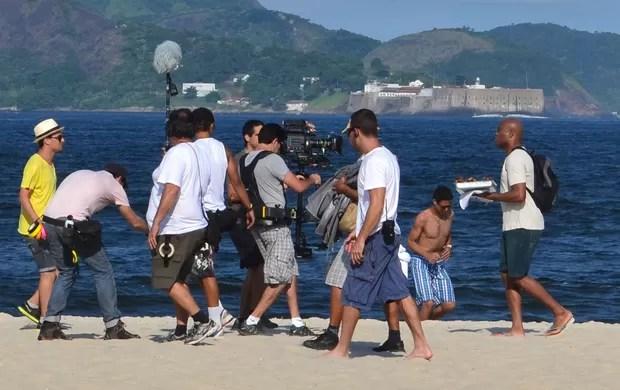 MMA anderson silva vendendo camarão na praia (Foto: Ivan Raupp)