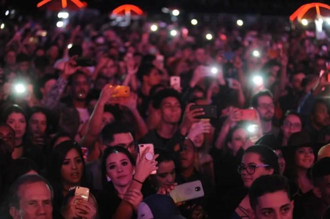 Público assiste shows de abertura no primeiro dia da Festa do Peão de Americana  — Foto: Júlio César Costa