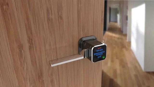 Abrindo portas via Bluetooth (Foto: Divulgação/Genie Smart Lock)