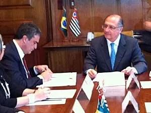 Cardozo e Alckmin assinam termo de cooperação (Foto: Tatiana Santiago/G1)