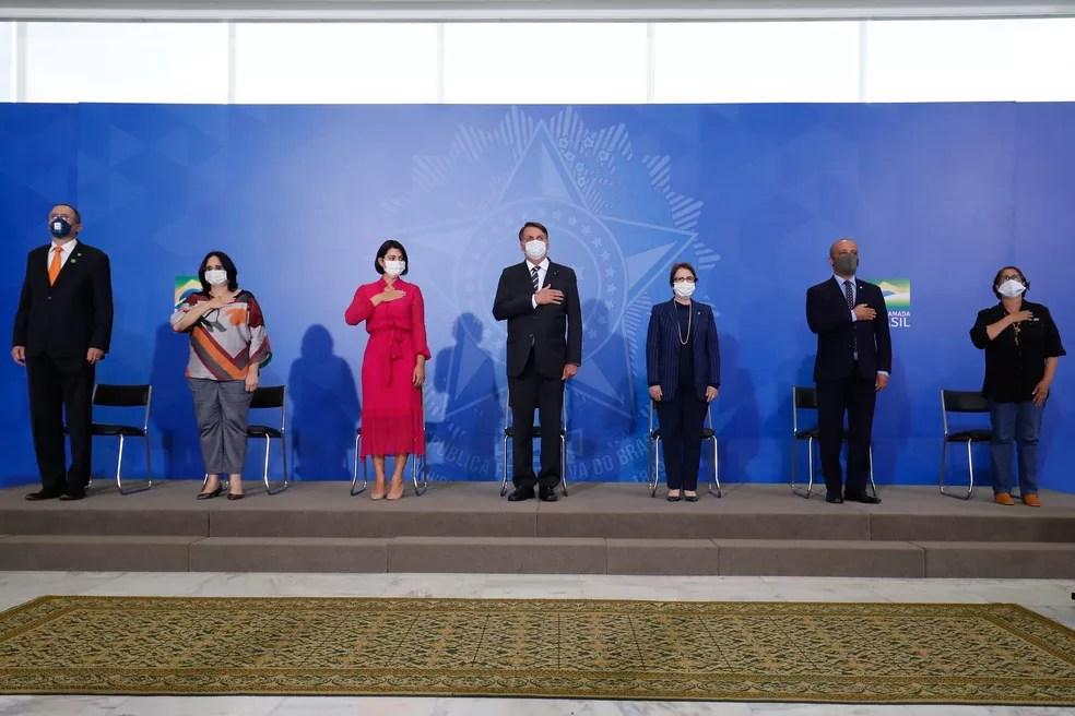 Michelle Bolsonaro participou de solenidade no Palácio do Planalto ao lado do presidente e de ministros um dia antes do exame dar positivo para Covid-19 — Foto: Alan Santos/PR